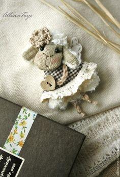 Текстильные броши Овечка в клетку. Молочная овечка. Handmade.