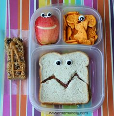 Funny EASY school lunch box ideas in EasyLunchboxes - mamabelly com Kids Packed Lunch, Kids Lunch For School, Easy School Lunches, Work Lunches, Pre School, Cute Snacks, Lunch Snacks, Healthy Lunches, Toddler Meals
