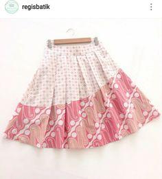 #batik #indonesia Batik Kebaya, Batik Dress, Blouse Batik Modern, Dress Anak, Sewing For Kids, Ikat, Pola Rok, Girls Dresses, Dress Girl