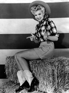 Marilyn Maxwell looking lovely in plaid. Vintage Western Wear, Vintage Cowgirl, Western Girl, Cowgirl Style, Sexy Cowgirl, Pirate Halloween Costumes, Couple Halloween Costumes For Adults, Couple Costumes, Adult Costumes