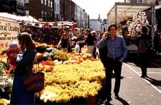 13 Iconic TV And Movie Locations You Can Actually Visit Notting Hill Film, Robert Movie, British Travel, Romantic Films, London Landmarks, British Accent, London Bridge, Good Movies, Awesome Movies