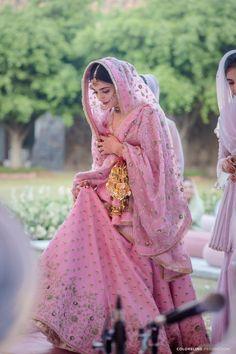 Organza vs Net vs Georgette: Which Bridal Dupatta Fabric Is Right For You! | WedMeGood Fancy Dress Design, Bridal Dress Design, Bridal Style, Bridal Suits Punjabi, Pakistani Bridal Dresses, Indian Bridal Outfits, Indian Bridal Fashion, Dupatta Setting, Bridal Dupatta