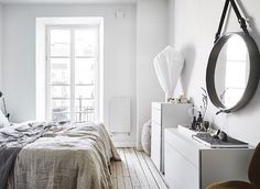 Linnégatan 60, Linnéstaden  3,5 r o k / 98 kvm - 5 975 000kr @entrancemakleri @fotografanders #aptgbg #bedroom #bedroomdecor #light #mirror #homedecor #modern #decoration #lamp #inspiration #interior #interiordesign #scandinaviandesign #homestyling #details #inspohome #amazing #white #bedlinen #inspo #nordicdesign #interior4all #trendy #home #deco #interiors #interiør #styling #bed #forsale