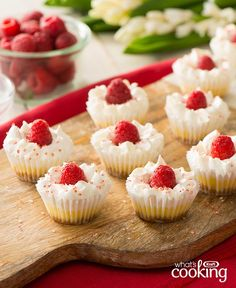These fluffy, fruity raspberry muffins are so delicious that they even convince vegan skeptics. (in German) Vegan Baking Recipes, Healthy Muffin Recipes, Vegan Food, Mini Cheesecakes, 100 Calories, Köstliche Desserts, Dessert Recipes, Graham, Raspberry Muffins