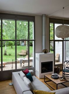 salon baie vitrée industrielle
