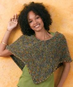 This Beaded Poncho has a chic shape and cool color pallet. It& great for crisp fall days and calls to mind images of tree-lined streets. Best of all, this beginner knitting pattern is free! Free Knit Poncho Pattern, Poncho Knitting Patterns, Knitted Poncho, Knit Patterns, Knitted Shawls, Free Pattern, Beginner Knitting Patterns, Easy Knitting, Knitting For Kids