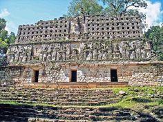 Templo de la zona arqueológica de Yaxchilan en el norte de Chiapas Mx.