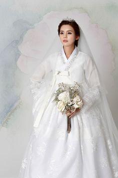 신부한복 265 Hanbok Wedding, Muslimah Wedding Dress, Wedding Attire, Korean Traditional Dress, Traditional Fashion, Traditional Dresses, Fluffy Wedding Dress, Dream Wedding Dresses, Korea Dress