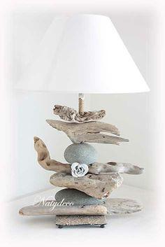 Lampe en bois flotté et galet NATYDECO en vente sur http://www.natydecocorse.com