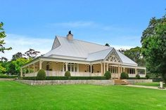 Beautiful homestead style Australian property. #beautifulyhomes