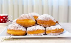 Beignets – Gogosi frantuzesti - reteta video Romanian Desserts, Romanian Food, Romanian Recipes, Sweets Recipes, Cake Recipes, Cooking Recipes, Vegetarian Recipes, Beignets, Confort Food
