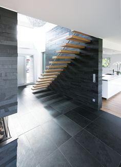 elegante innentreppe holz design treppengeländer dunkelbraun, Moderne