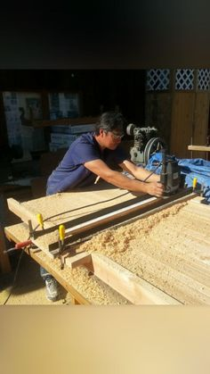 This instructable gives an overview of how to plane your wood slabs flat using a router and a Planing sled.