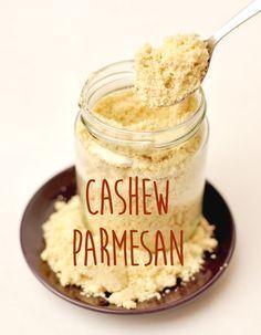 Cashew-Parmesan, vegan und so schrecklich lecker!  Cashew-Parmesan  20 gr Cashew Kerne 1 ELHefeflocken, z.B. von Naturata* 1/2 TL Meersalz /Kräutersalz**