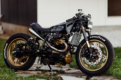 Honda Cafe Racer by One-up Moto Garage Honda Bikes, Honda Motorcycles, Custom Motorcycles, Custom Bikes, Cafe Racer Helmet, Cafe Racer Bikes, Cafe Racer Motorcycle, Cafe Racers, Vintage Cafe Racer