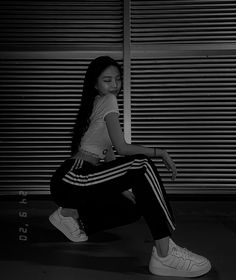 Cool Girl Pictures, Poses For Pictures, Blackpink Photos, Girl Photos, Black Walpaper, Beautiful Girl Makeup, Dark Anime Girl, Bts Girl, Jennie Kim Blackpink