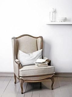 MAL GULV OG VEGGER: Nyanser med snev av grått og beige er helt på trend, som veggfargen Lady Refleksjon. Mal gjerne gulvet i Lady Marrakesh....