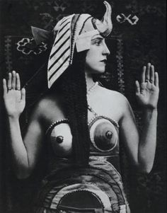 Lubov Tchernicheva in the costume designed by Sonia Delaunay for the 1918 Ballets Russes production of Cléopâtre (originally known Une Nuit d'Egypte, 1908).