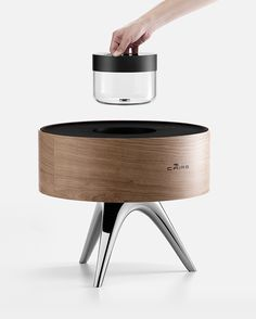 ROOT takes the guess work out of perfecting the humidity level indoors. The combination humidifier/de-humidifier automatically detects levels and adjusts output depending on the fine-tuned user