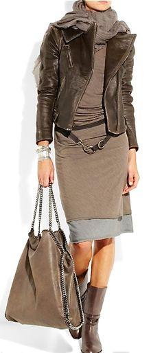 Son pocas las veces en que me gustan los vestidos en invierno, para la oficina; pero esta tenida es absolutamente maravillosa. De la colección de Dona Karan.... Con razón.
