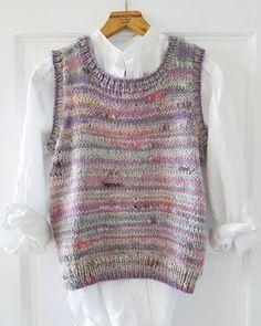 Restevesten | Stines varehus Knitting Projects, Knitting Patterns, Knit Vest Pattern, Drops Design, Knitwear, Knit Crochet, Fashion Outfits, Clothes, Style
