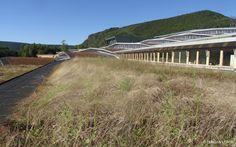 Dans les hauteurs de Revin (Ardennes), le lycée polyvalent Jean-Moulin accueille ses élèves dans ses nouveaux murs, conçus par l'agence d'architecture Duncan Lewis.  Bâtiment-paysage…