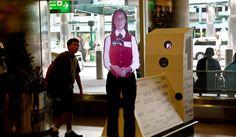 La Guardia's Digital Avatar Gives Passengers Airport Information - NYTimes.com