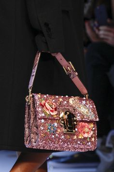 Dolce & Gabbana Fall 2016 Ready-to-Wear Fashion Show Dolce & Gabbana Herbst 2016 Modenschau Details Related posts: No related posts. Dolce & Gabbana, Fashion Bags, Fashion Handbags, Milan Fashion, Women's Fashion, Handbag Accessories, Fashion Accessories, Pink Accessories, Sacs Design