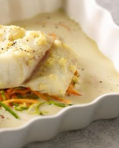 Fish with vegetables in the oven. Dutch Recipes, Fish Recipes, Great Recipes, Healthy Recipes, Oven Dishes, Fish Dishes, Belgian Food, Food Porn, Comfort Food