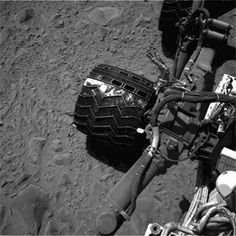 Watch Mars Curiosity's clever wheels and suspension system in action