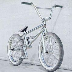 Would you ride a full chrome-white bike? - Bmx Bikes - Ideas of Bmx Bikes - Would you ride a full chrome-white bike? Bmx Bike Parts, Bmx Bicycle, Bicycle Panniers, Bicycle Shop, Photo Velo, Bicycle Paint Job, Vintage Bmx Bikes, Gt Bmx, Bmx Street