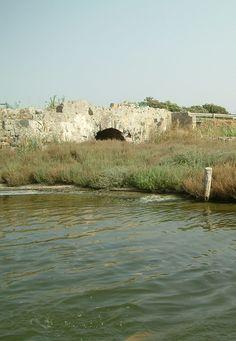 Santa Giusta: Resti di un antico ponte romano.
