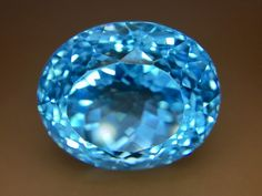 33.30 Crt Natural Sparkling Topaz Faceted Gemstone (924)