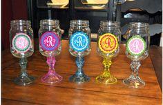 monogrammed redneck wine glasses, epitome of me. Mason Jar Glasses, Mason Jar Wine Glass, Mason Jar Diy, Wine Bottles, Redneck Wine, Wedding Keepsakes, Love Craft, Diy Stuff, Stems