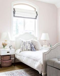 What a dreamy little girls room! Have a happy Thursday everyone : @decorpad #babecave #girlythings #thursday