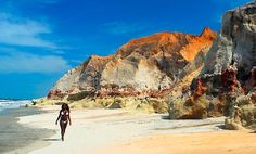Brazil, state of Ceara, the beach and the cliffs of Morro Branco