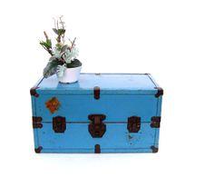 Vintage Steamer Trunk Turquoise Nautical Decor by OceansideCastle, $38.99 Vintage Beach Decor, Vintage Nautical, Old Luggage, Vintage Luggage, Vintage Steamer Trunk, Seaside Style, Vintage Trunks, Doll Wardrobe, Child Doll