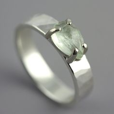 Hammered White Gold Ring with Prehnite  Green von SarahHoodJewelry, $690.00