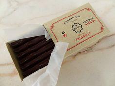 Sardinhas de chocolate preto! http://momentosemcapsulas.blogspot.pt/2014/06/em-contagem-decrescente-para-o-sao-joao.html