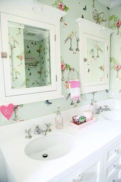 gorgeous bathroom with nina campbell's perroquet wallpaper Nina Campbell Wallpaper, Style Me Pretty Living, House Of Turquoise, Bathroom Kids, Kids Bath, Bathroom Black, Small Bathroom, Transitional Bathroom, Bathroom Wallpaper