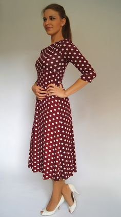 we are officially in love with polka dots!!! http://de.dawanda.com/product/49384006-Kleid-Marlene @feen und helden