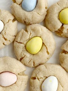 Cadbury Egg Kiss Cookies are a fun way to celebrate spring and Easter! Soft, thick peanut butter cookies rolled in sugar and topped with a Cadbury Mini Egg. Cadbury Cookies, Mini Eggs Cookies, Kiss Cookies, Easter Cookies, Yummy Cookies, Easter Treats, Cadbury Eggs, Cookies Soft, Easter Food