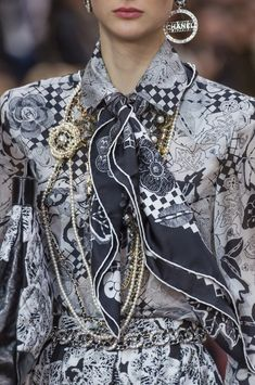Chanel Fall-Winter 2018-2019 Details 3