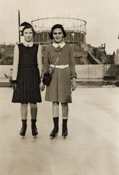 Margot Frank with her girlfriend Hetty Ludel at the ice skating rink, Amsterdam, winter 1937-1938. (© AFF/AFS).