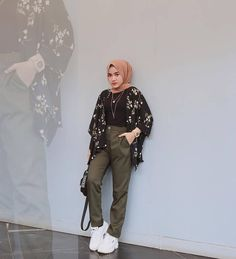 Inspiration Hijab Style Outfit of The Day (OOTD) 2019 Remaja Indonesia. Street Hijab Fashion, Fall Fashion Outfits, Muslim Fashion, Casual Hijab Outfit, Casual Outfits, Hijab Dress, Pants Outfit, Retro Outfits, Girl Outfits