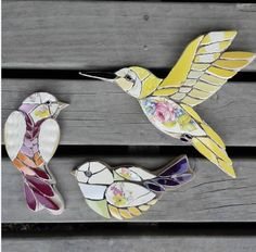 What gorgeous birds simple shapes but absolutely perfect – Artofit Mosaic Diy, Mosaic Garden, Mosaic Crafts, Mosaic Wall, Mosaic Glass, Mosaic Ideas, Mosaic Animals, Mosaic Birds, Mosaic Designs