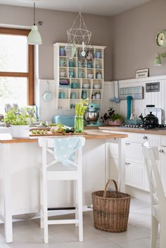 Minty House, minty kitchen, green love