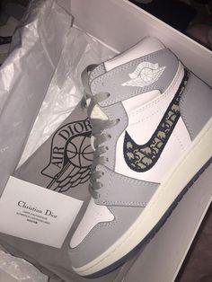 Dr Shoes, Hype Shoes, Shoes Men, Jordan Shoes Girls, Girls Shoes, Cute Sneakers, Shoes Sneakers, Chanel Sneakers, Balenciaga Sneakers