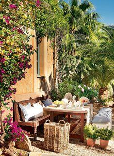Decoração de: Varanda; banco de jardim de madeira; Casa de Valentina