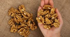 Eat 5 Walnuts Then Wait 4 Hours: This Is What Will Happen To You! - Research shows eating a handful of walnuts a day protects the body against. Health And Nutrition, Health And Wellness, Health Tips, Dog Food Recipes, Healthy Recipes, Healthy Food, Health Remedies, Kids Meals, Natural Health